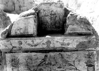 Philistine Tomb of Isidora, 14 years old, daughter of Hermaios 200 years AD, you can see the drawing of the small girl with her arms.́s